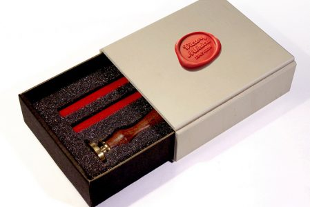 Boîte cadeau avec cachet de cire
